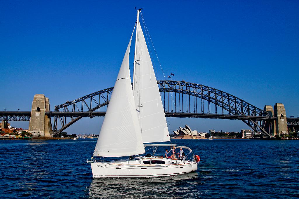 One Day Yacht Tour - Harbour Days Sailing Experience.